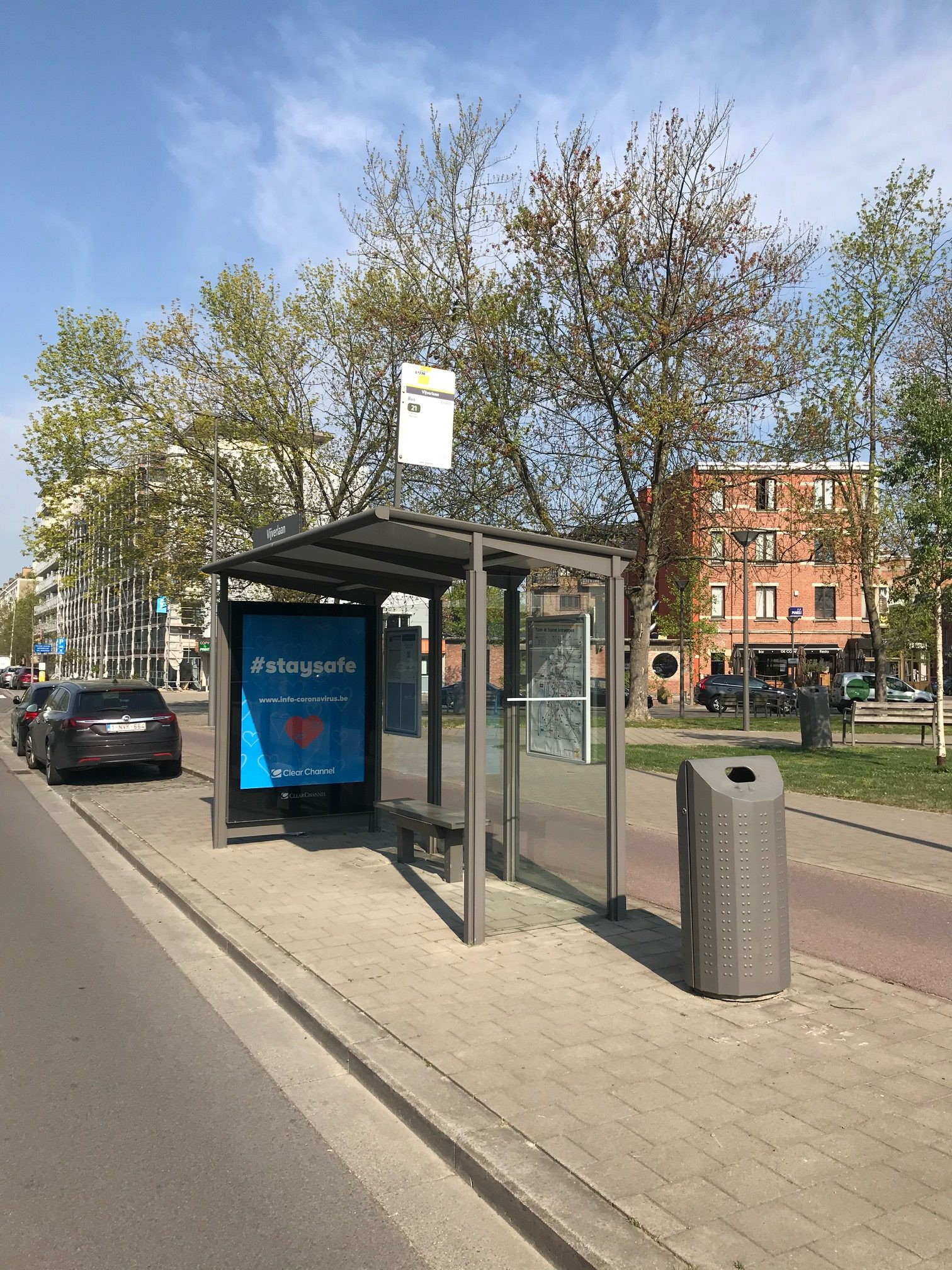 Bart Vanderkinderen - Clear Channel, bushokje met affiche '#Stay Safe', FelixArchief, inv. nr 2936#1.