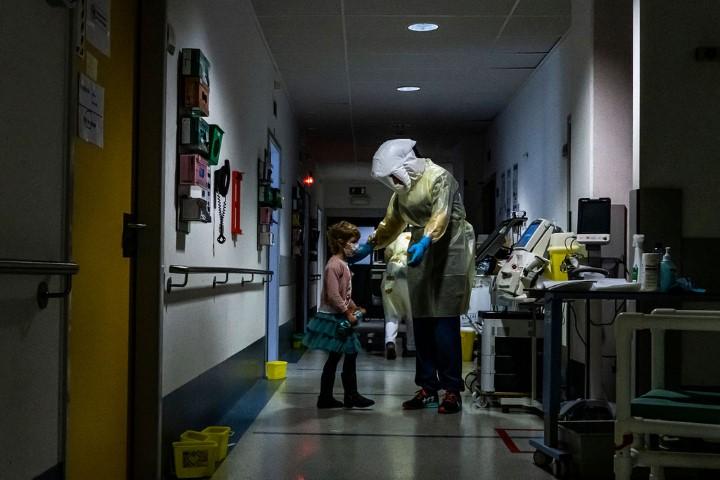 Evi Polak - Universitair Ziekenhuis Antwerpen, zorg in de covid-afdeling van het Universitair Ziekenhuis Antwerpen.