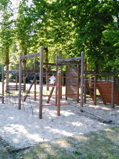 Julien Van Borm, afgespannen speeltuin in Wilrijk, FelixArchief, inv.nr 2953#4.